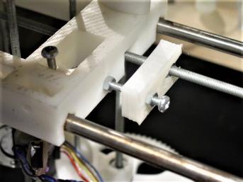 3D-printteri käyttää itse tuottamiaan osia printtaamiseen